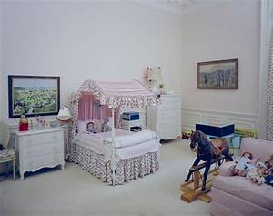 KN-C21505. Caroline Kennedy's Bedroom in the White House ...