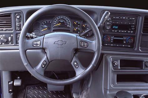 chevy avalanche interior 2002 06 chevrolet avalanche consumer guide auto