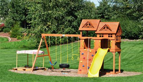 Leben Mit Kindern Spielgeraete Fuer Den Eigenen Garten by Kindgerecht Spielen Diese Dinge D 252 Rfen Im Garten Nicht