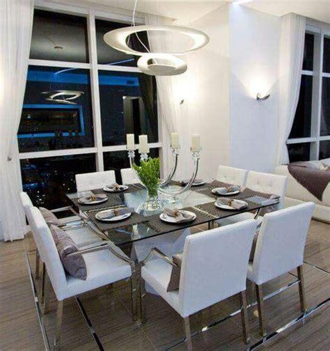 comedor moderno mesa cuadrada  sillas em blanco