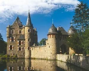 Ausgezeichnet Die Mittelalterliche Burg Satzvey In Der Eifel