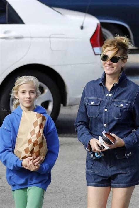 Forever america's sweetheart, roberts has nipped oscar awards and several top roles throughout the last three decades. Julia Roberts Daughter Is All Grown Up And Looks Like An Adorable Mini-Me Of The Oscar Winner ...
