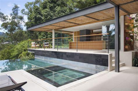 cuisine exterieure moderne piscine à débordement cuisine d été et vue spectaculaire