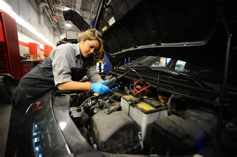 Women Mechanics Face Mad Men Moments At Work
