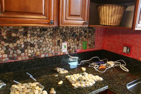 River Rock Backsplash Kitchen : How To Use River Stones In Diy