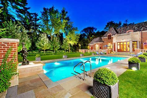 20 Breathtaking Ideas For A Swimming Pool Garden