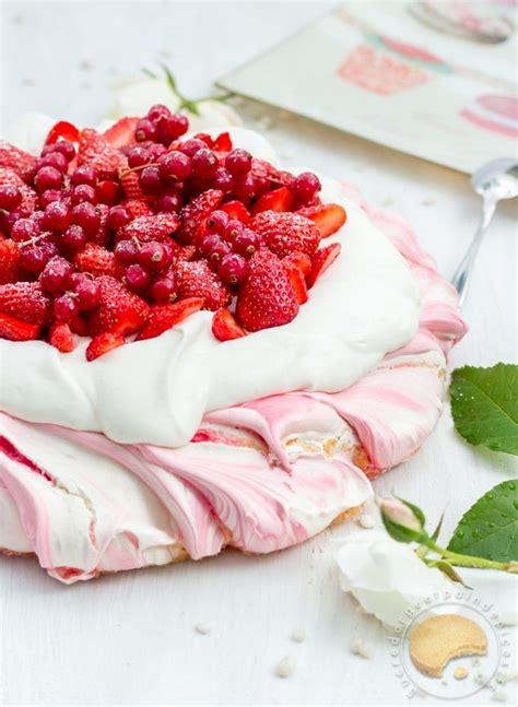 dessert fraise meringue chantilly pavlova 224 la fraise dessert de f 234 te des m 232 res ultra simple et ultra bon sucre d orge et