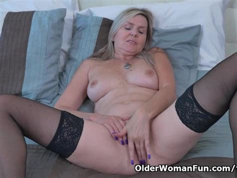 Canadian Milf Velvet Gives Her Pussy A Workout With