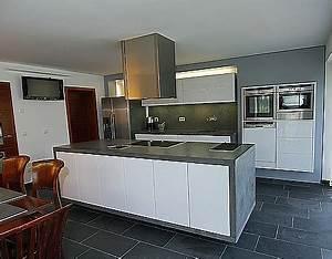 Hochglanz Weiß Küche : grifflose k che hochglanz wei mit betonarbeitsplatte ~ Michelbontemps.com Haus und Dekorationen