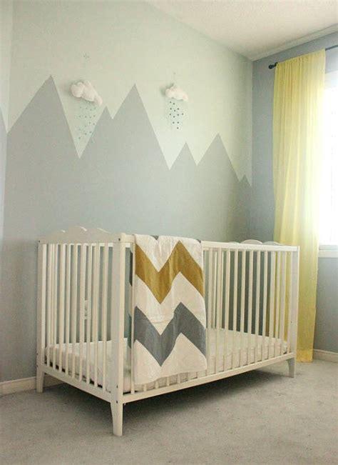 chambre bébé déco montagne dans la chambre de bébé