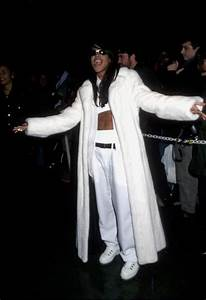 the straight dope 22 of aaliyah 39 s most fashion inspiring tomboy looks vibe