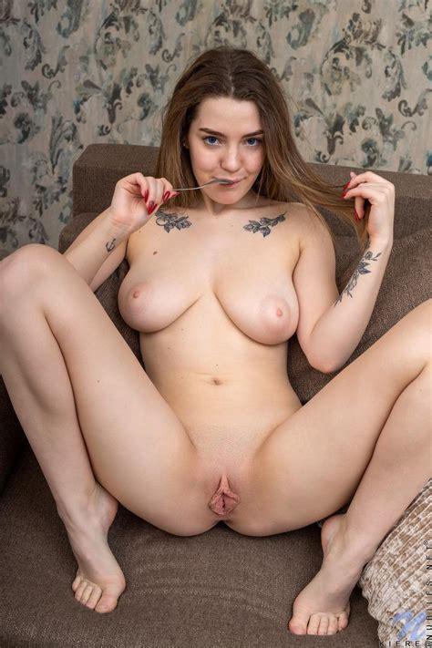 Big Tits Girl Kiere Spreads Pussy Coed Cherry
