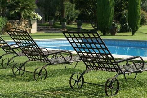 chaise longue en fer forg 233 au petit matin picture of le balcon des alpilles aureille
