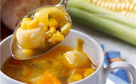 Kukurūzas zupa ar siera bumbām — Santa