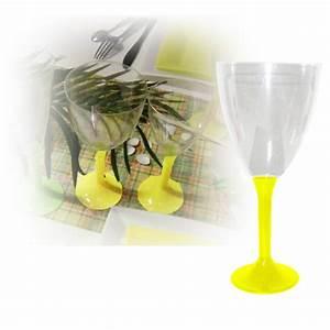Verre à Eau à Pied : verres eau jetable avec pied jaune sur decorations pour ~ Teatrodelosmanantiales.com Idées de Décoration