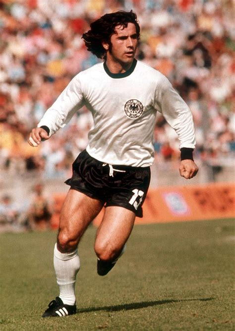 In the seventies, the famous gaol banger scored a lot of goals to help. 18 best Gerd Müller images on Pinterest | Fc bayern munich, Football soccer and Germany