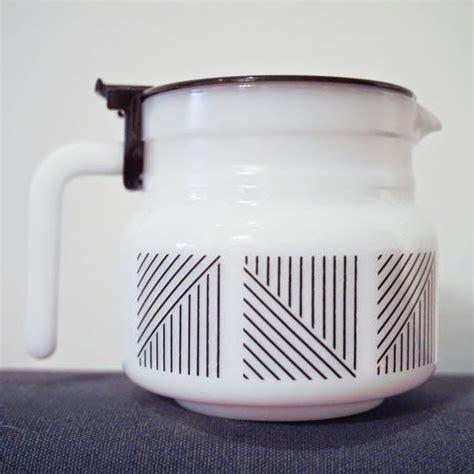 Vind fantastische aanbiedingen voor pyrex vintage. Fall/Winter TV Shows | Milk glass, Coffee carafe, Glass