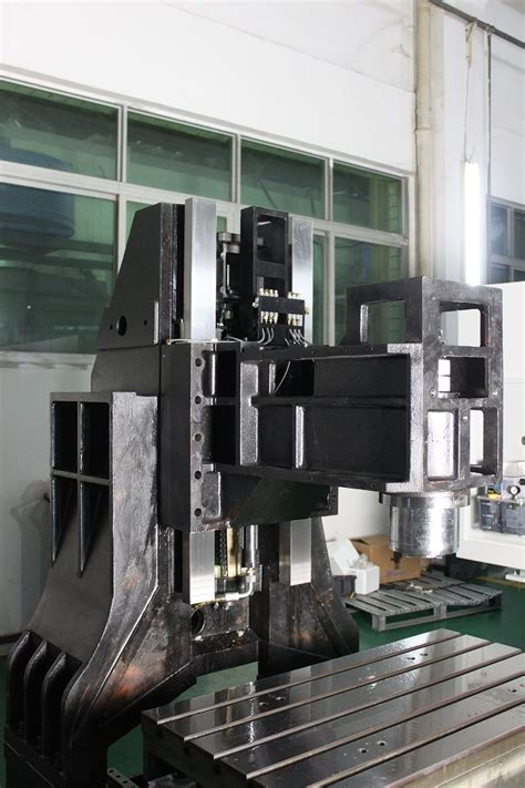 Takam vertical machine center presents a new model TE-855t