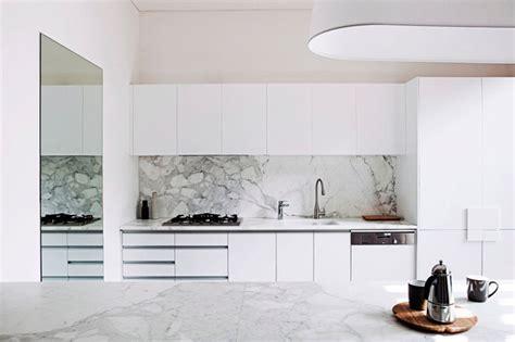 la cuisine à cuisine marbre blanc