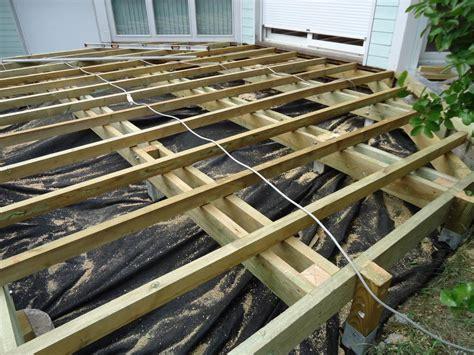 ossature terrasse bois sur plot beton veranda styledeviefr