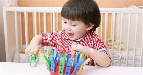 Bērna muskuļu koordinācijas attīstībai - darbošanās ar knaģiem