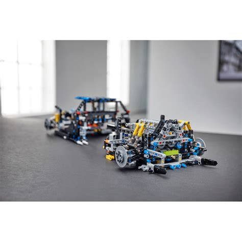The other important thing is that there appears to be a missing black technic gear 12. LEGO Bugatti Chiron 42083 | Brick Owl - LEGO Marché