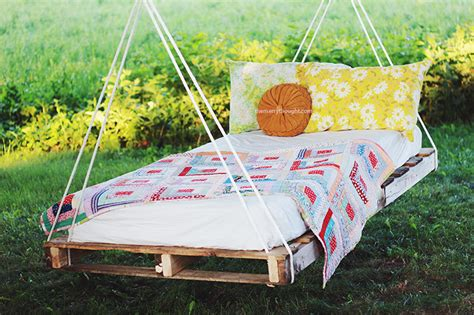 How To Make A Hammock Bed by Diy Pallet Swing Bed The Merrythought