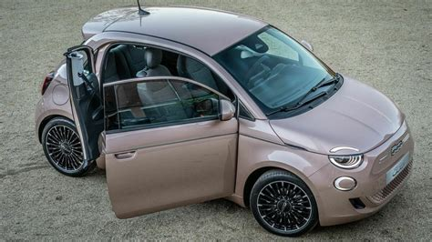 The fiat 500e brings italian styling and flair to the burgeoning electric vehicle market. Fiat 500e Elektroauto (2020): Test, Preise, Daten   mobile.de