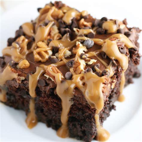 turtle recipe chocolate turtle poke cake mom loves baking