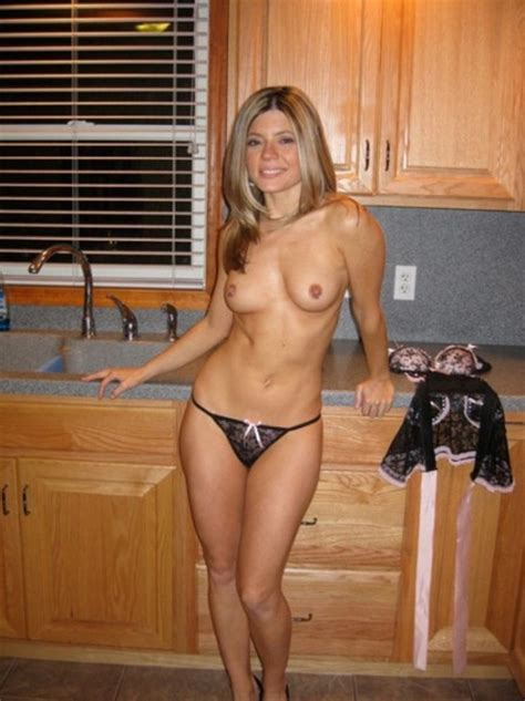 The Hot Mom Stripped Down To Her Panties Private Milf Pics