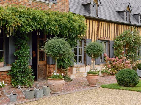 relooking cuisine rustique déco intérieure découvrez cette maison normande et