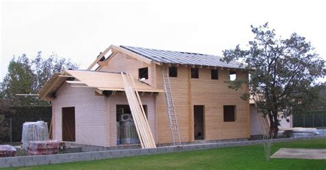 maison en bois massif ecran de sous toiture volige