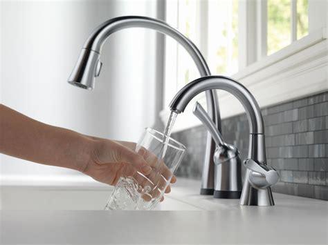 faucet com 1977 rb dst in venetian bronze by delta