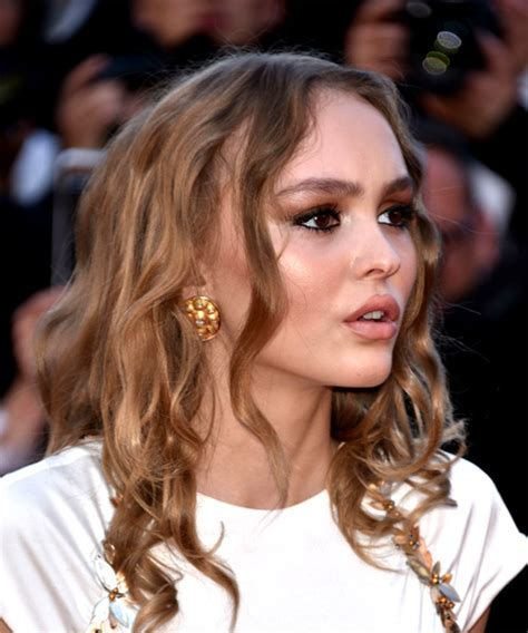 Lily Rose Depp Hairstyles in 2018