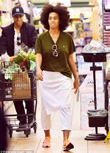 Solange Knowles is a very casual customer at grocery store in baggy outfit | Daily Mail Online