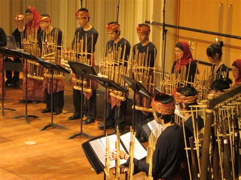 Pada khususnya untuk masyarakat indonesia untuk daerah yang lainnya. Angklung adalah alat musik tradisional yang berasal dari Jawa Barat | Musik tradisional, Musik