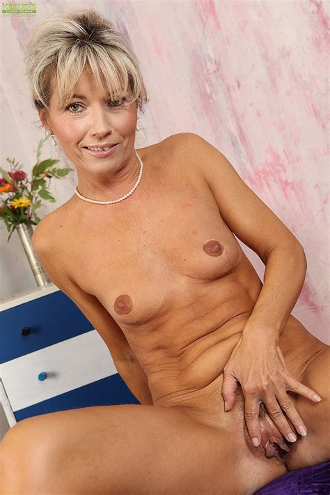 Blonde Milf Janet Darling Flick Her Pinkish Slit Milf Fox
