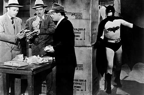 la evolucion del traje de batman viste la calle