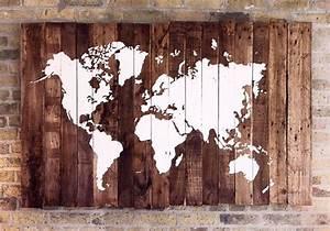Carte Du Monde En Bois : carte du monde sur bois palette planches de palettes palettes et note ~ Teatrodelosmanantiales.com Idées de Décoration