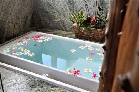 Infinity Bathtub Kohler by Overflowing Tubs Interior Design Inspiration Eva Designs