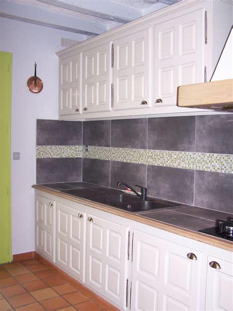 photo faience cuisine cuisine repeinte en couleur gingembre poignées changées