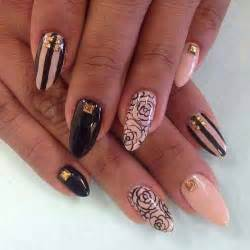 To get these beautiful looking designs use the square shaped golden