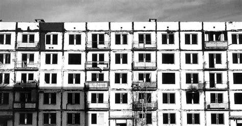 Nosauļojušies plēsēji uz aukstas grīdas - Rīgas Laiks