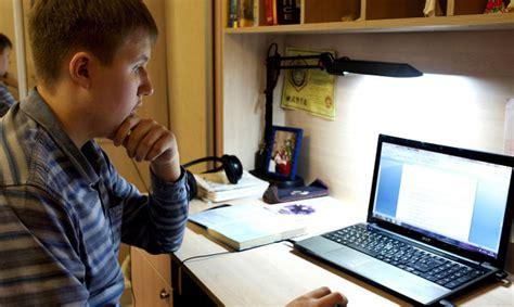 Briesmas, kas bērniem draud tīmeklī - Internets ...
