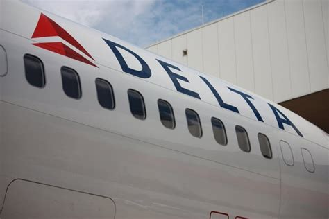 Delta Airline employee arrested with $282K in backpack ...