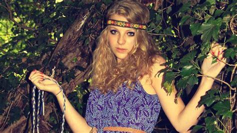 hippy figli dei fiori tra anni 60 e 70 lo stile hippies dei figli dei fiori