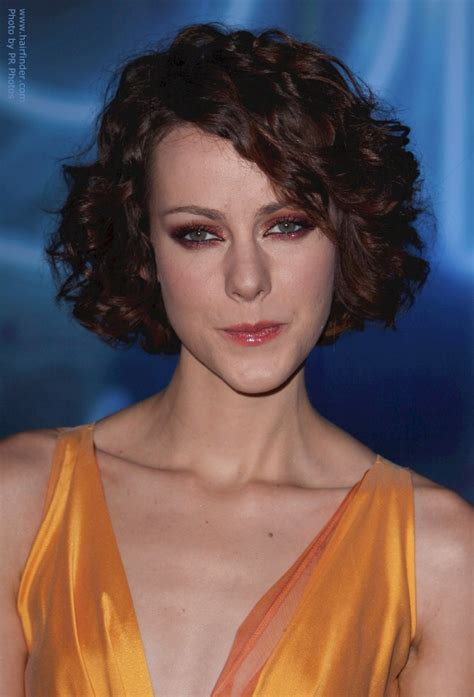 jena malones short curly hairstyle   long oblong face