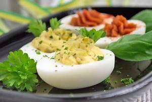 Eier Kochzeit Berechnen : gef llte eier mit essiggurkerl rezept ~ Themetempest.com Abrechnung
