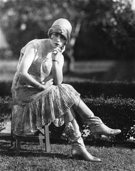 Women 1920s Flapper Fashion