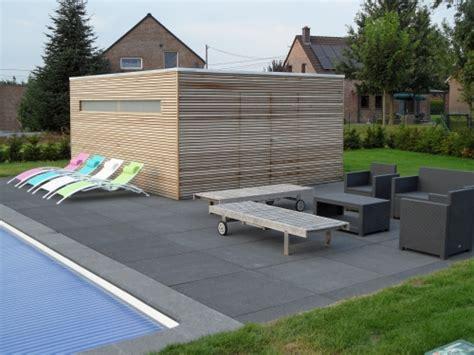 terrasse en bois pergola abris de jardin et pool housee